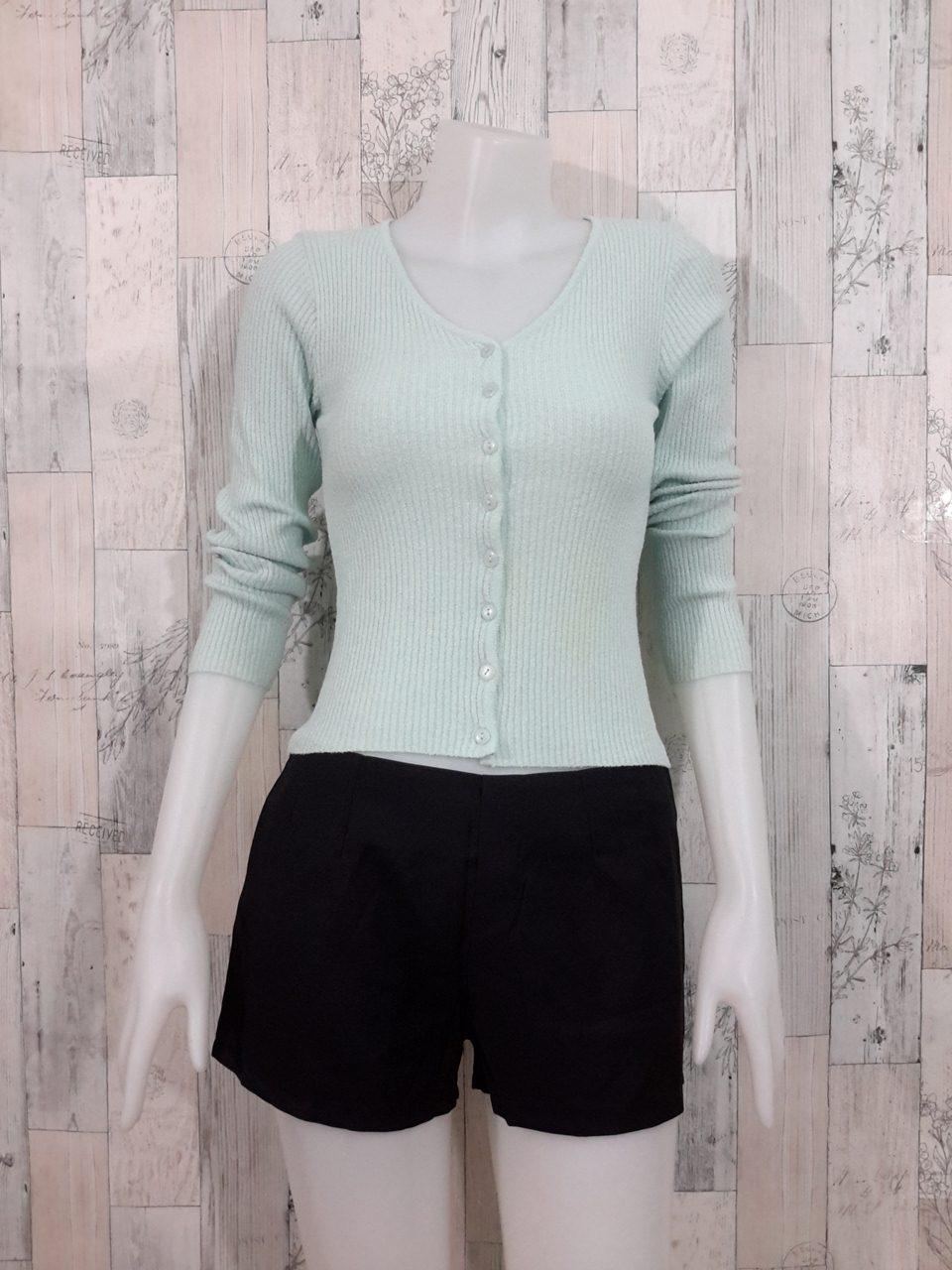 Blouse3536 2nd hand clothes เสื้อคลุมไหมพรมร่อง(เนื้อหนาปานกลาง) แขนยาว กระดุมผ่าหน้า สีพื้นฟ้าอ่อน