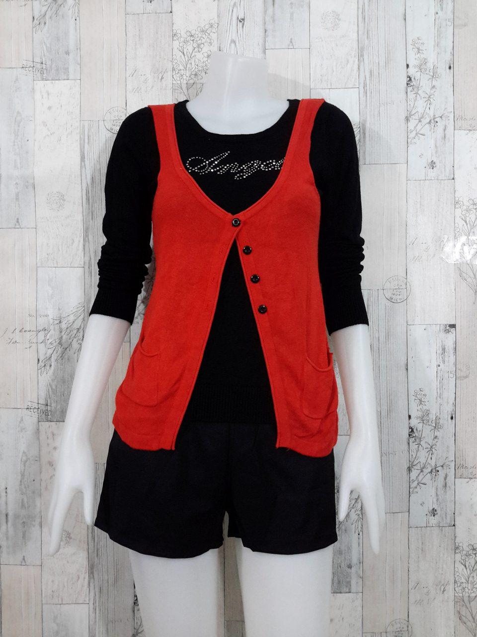 Blouse3539 2nd hand clothes เสื้อไหมพรมเนื้อแน่นผ้านุ่ม(เนื้อหนาปานกลางมีน้ำหนัก) แขนยาว คอกลม เย็บติดเสื้อกั๊กกระดุมหน้าเหมือนใส่สองชิ้น สีดำส้ม