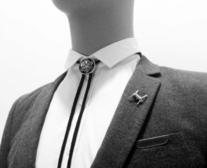 เข็มกลัดติดปกเสื้อรูปขดลวดหนามสีเงินดำ