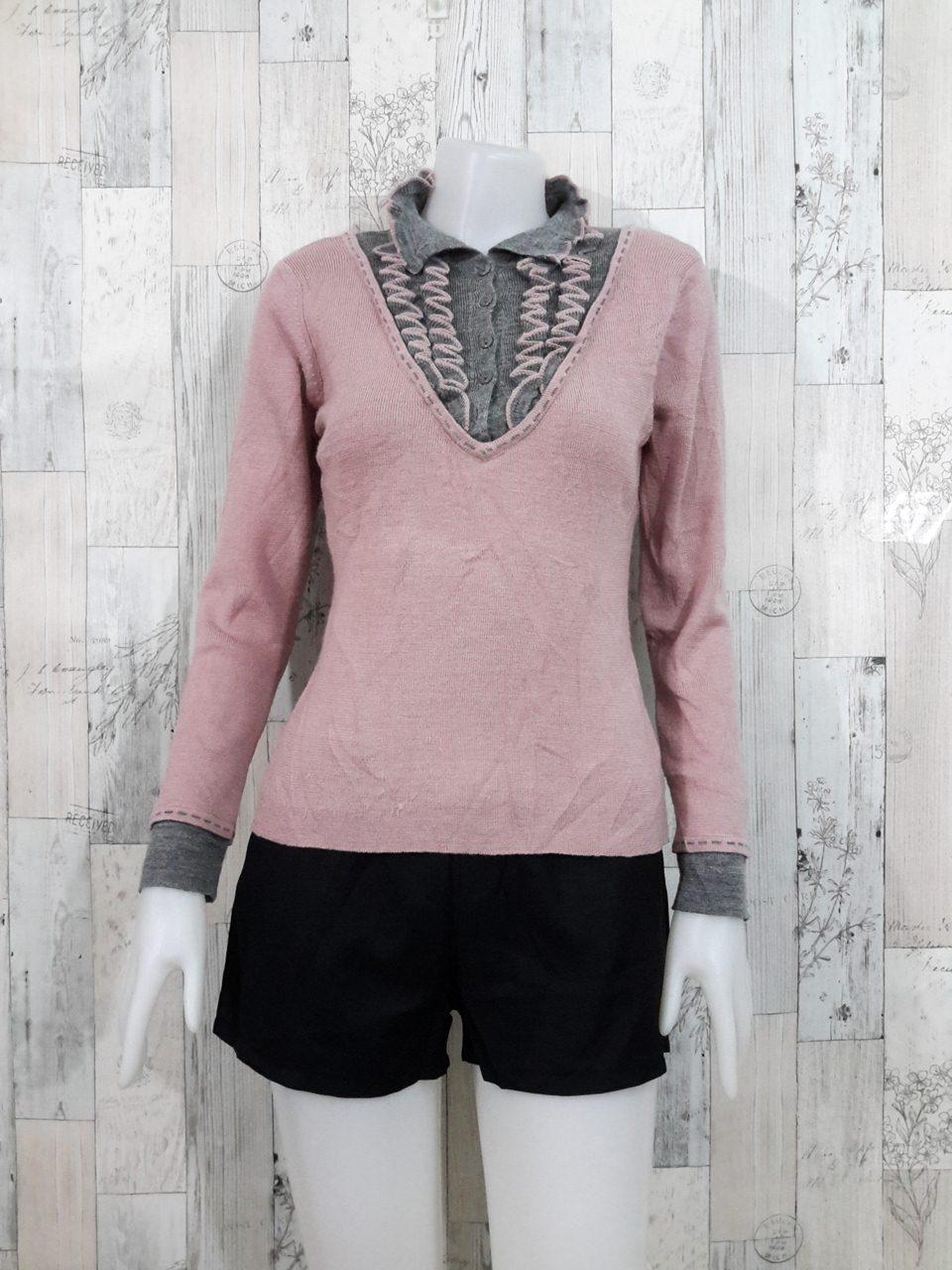 **สินค้าหมด Blouse3530 2nd hand clothes เสื้อไหมพรม(เนื้อหนามีน้ำหนัก) แขนยาว คอปกแต่งระบาย โทนสีชมพูเทา