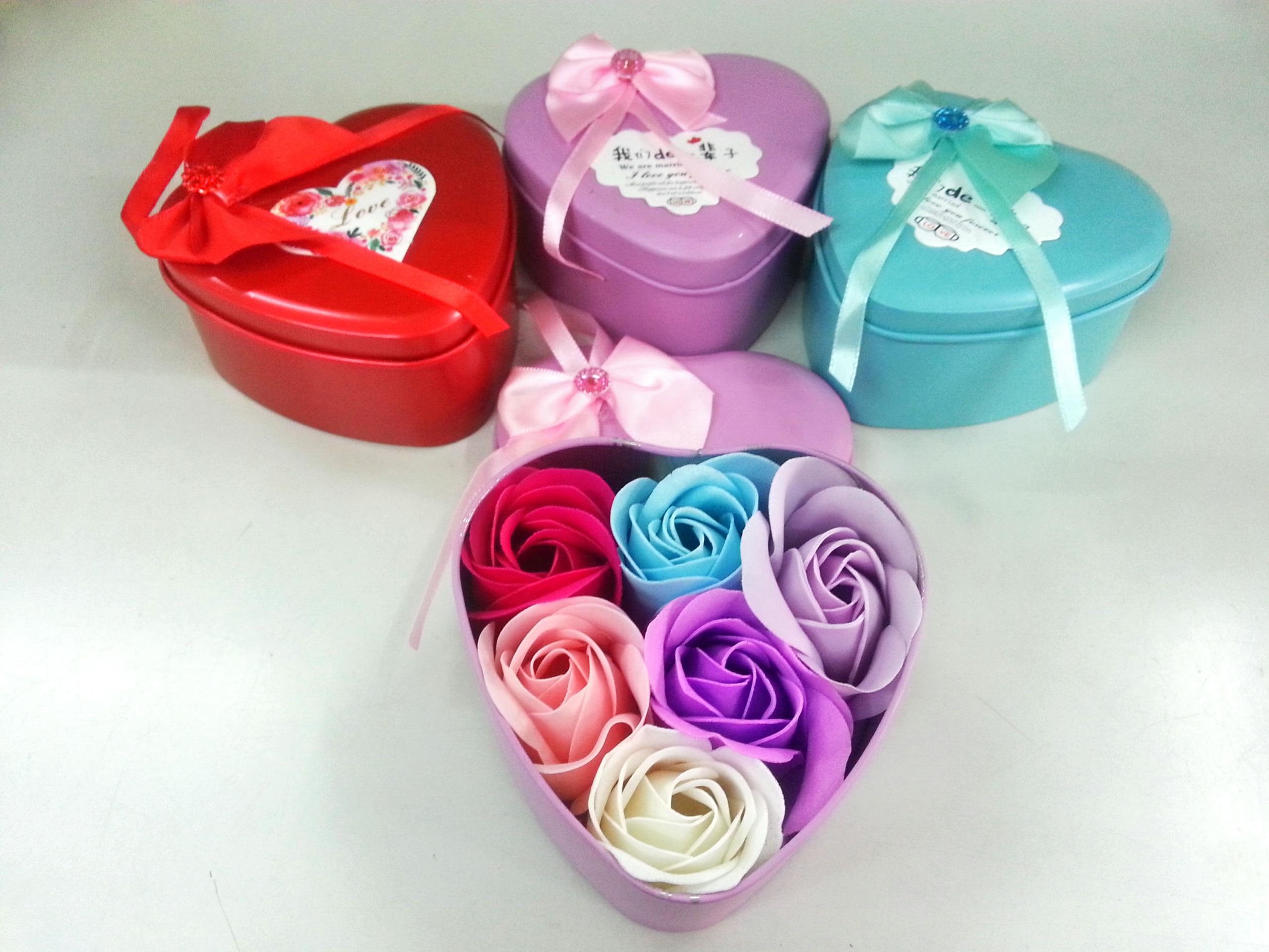 กล่องหัวใจวาเลนไทน์ ดอกกุหลาบ6ดอก(มีกลิ่นหอม) รวมสี