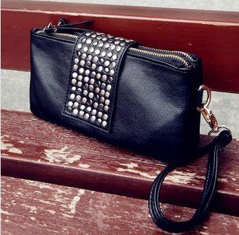 กระเป๋าสตางค์ผู้หญิง กระเป๋าสตางค์แบบสาวร๊อค หนังนิ่ม สีดำ ใส่โทรศัพท์ได้