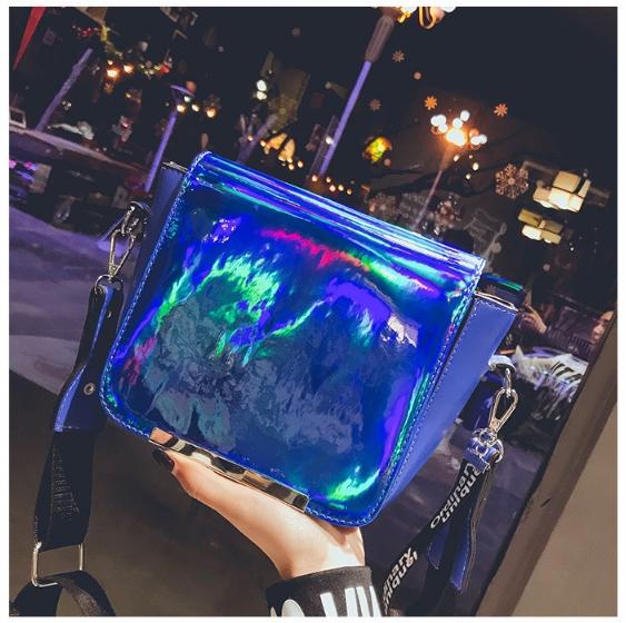 [ พร้อมส่ง ] - กระเป๋าคลัทช์ สะพาย สีน้ำเงินโฮโลแกรม ดีไซน์สวยเก๋เท่ๆ รับสงกรานต์ งานสวยโดดเด่น ขนาดกระทัดรัด งานสวยมากๆค่ะ สำเนา