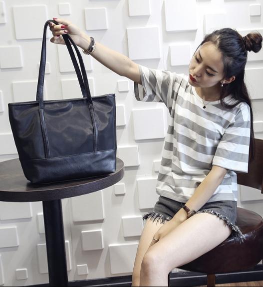 [ พร้อมส่ง ] - กระเป๋าแฟชั่น สีดำคลาสสิค ทรง Shopping Bag ใบใหญ่ ดีไซน์สวยเรียบเก๋ งานหนังอย่างดีคุ้มค่าเกินราคา