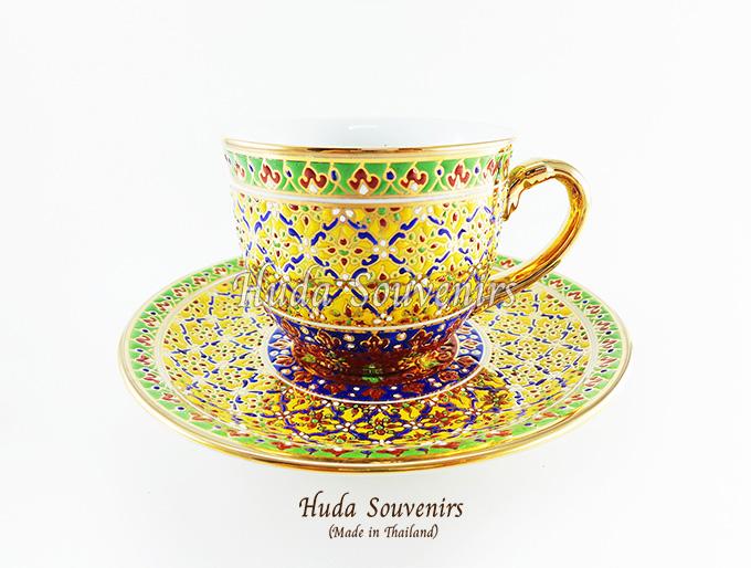 ของที่ระลึก แก้วกาแฟเบญจรงค์ ทรงกลม ลวดลายสวนเหลือง ลายเนื้อนูนเคลือบผิวเงา สินค้าพร้อมส่ง (ราคาไม่รวมกล่อง)