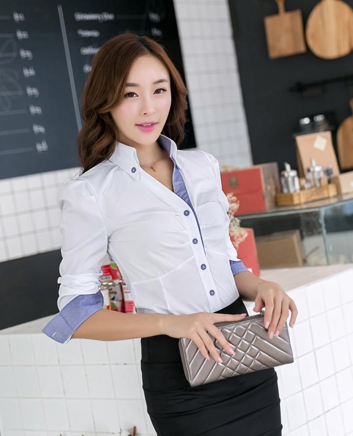 เสื้อเชิ้ตผู้หญิงแขนยาวสีขาวขอบสีฟ้า คอวี