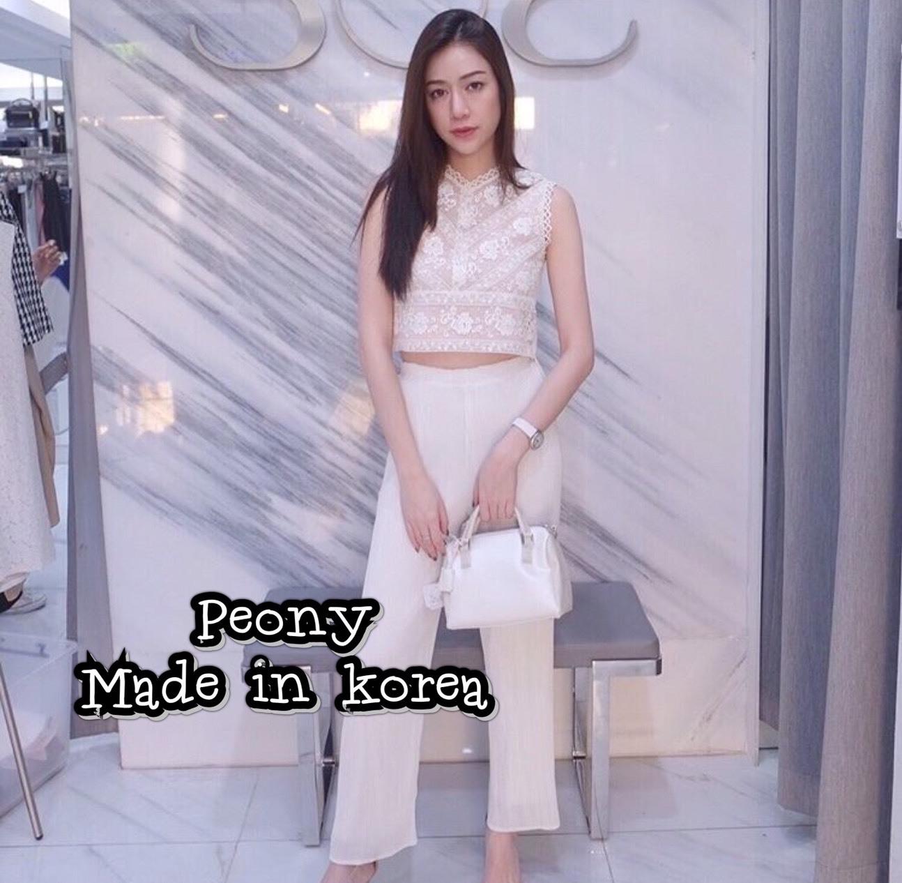 เสื้อผ้าแฟชั่นเกาหลีพร้อมส่ง เสื้อแขนกุดตัวสวยมาเข้าชุดกันกับกางเกงขายาวทรงเดฟ
