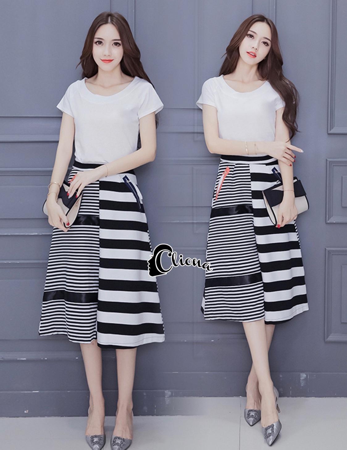 เสื้อผ้าเกาหลี พร้อมส่งZebra Shirt + B&W Line Skirt Set