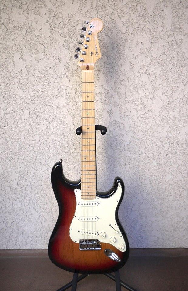 กีต้าร์ไฟฟ้า Fender American มือสอง
