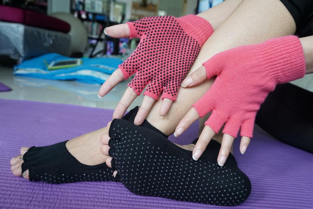 (พร้อมส่ง) YKSM30-10 ถุงมือ ถุงเท้าโยคะ กันลื่น