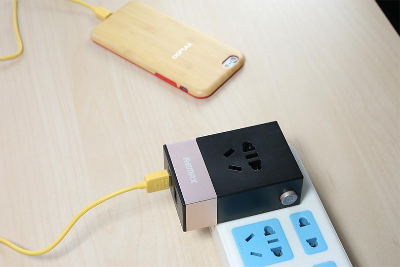 ที่ชาร์จไฟ 2 USB Remax RM-2U Fast charging 2 USB 2.1A+1A Wall Socket Adapter - Black ดำ