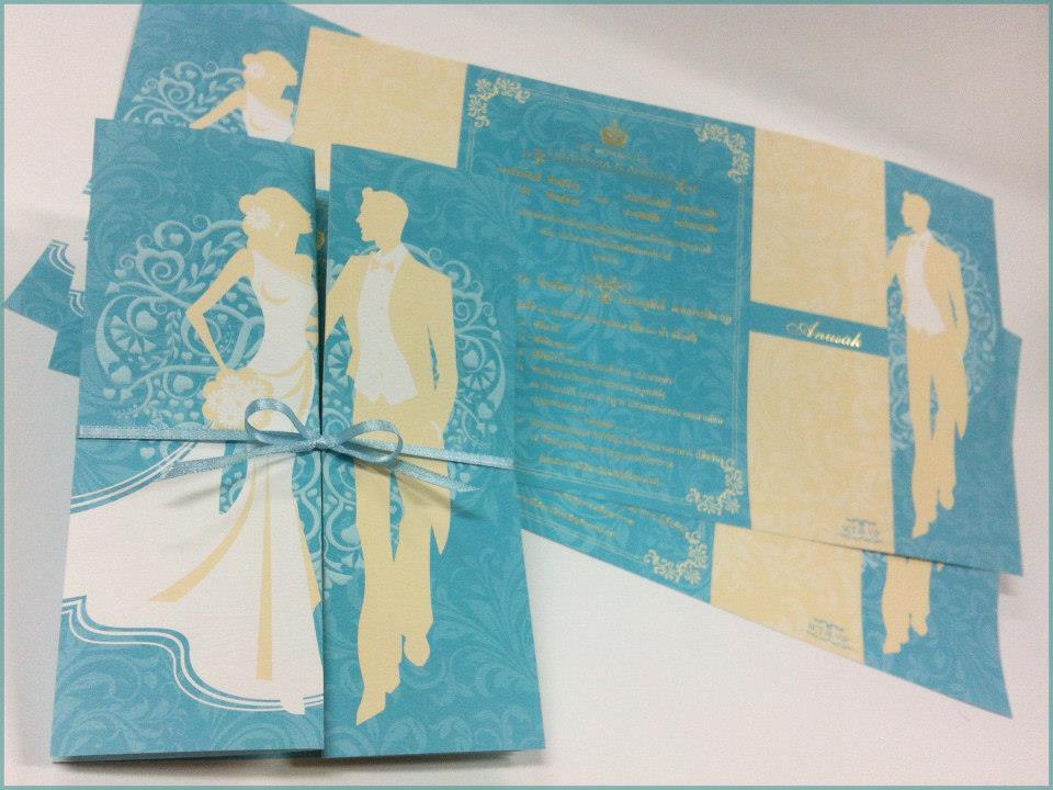 การ์ดแต่งงานแบบพับสามตอน (พับประกบซ้าย-ขวา) แนวตั้ง ขนาด 5x7 นิ้ว มีทั้งหมด 2 สี คือ สีชมพู รหัส 290071 สีฟ้า รหัส 290076(พิมพ์เฉพาะทองเงา)