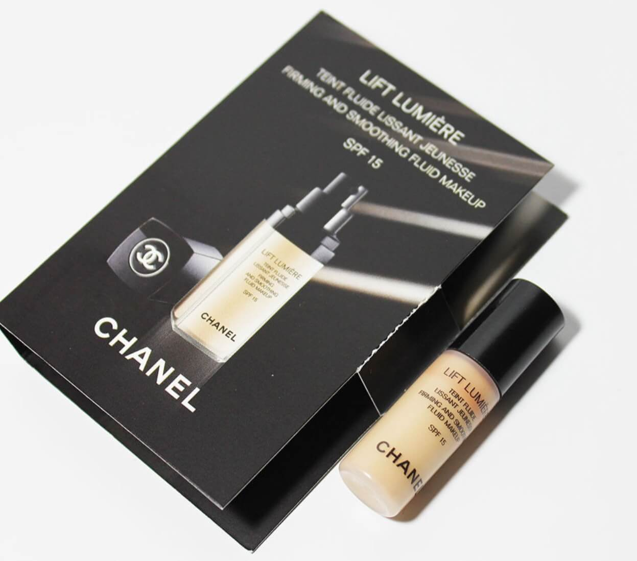 CHANEL LIFT LUMIERE Firming and Smoothing Fluid Makeup SPF15 2.5ml #20 Clair สำหรับผิวขาว-กลาง