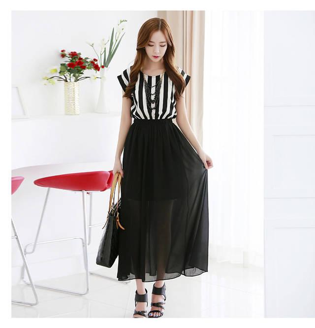 ชุดเสื้อชีฟองคอกลมลายแถบสีขาวและสีดำ สไตล์โบฮีเมียน