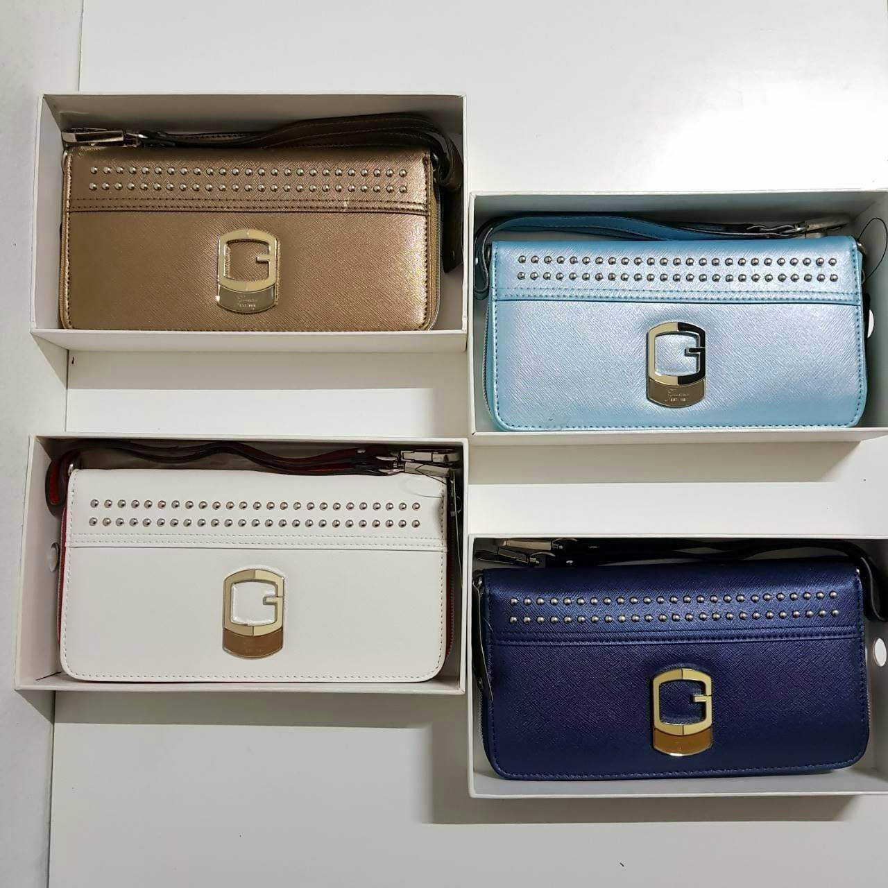 GUESS Wrislet Bag New With Box *สินค้า outlet พร้อมกล่อง