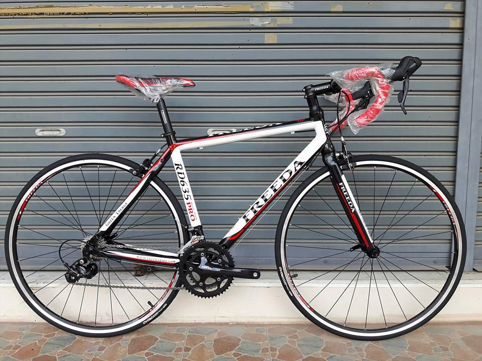 จักรยานเสือหมอบ Freeda รุ่น RD635 เฟรมอลู ตะเกียบ Carbon ชุดเกียร์ Shimano Sora 18 Speed กระโหลกกลวง ล้อแบริ่ง