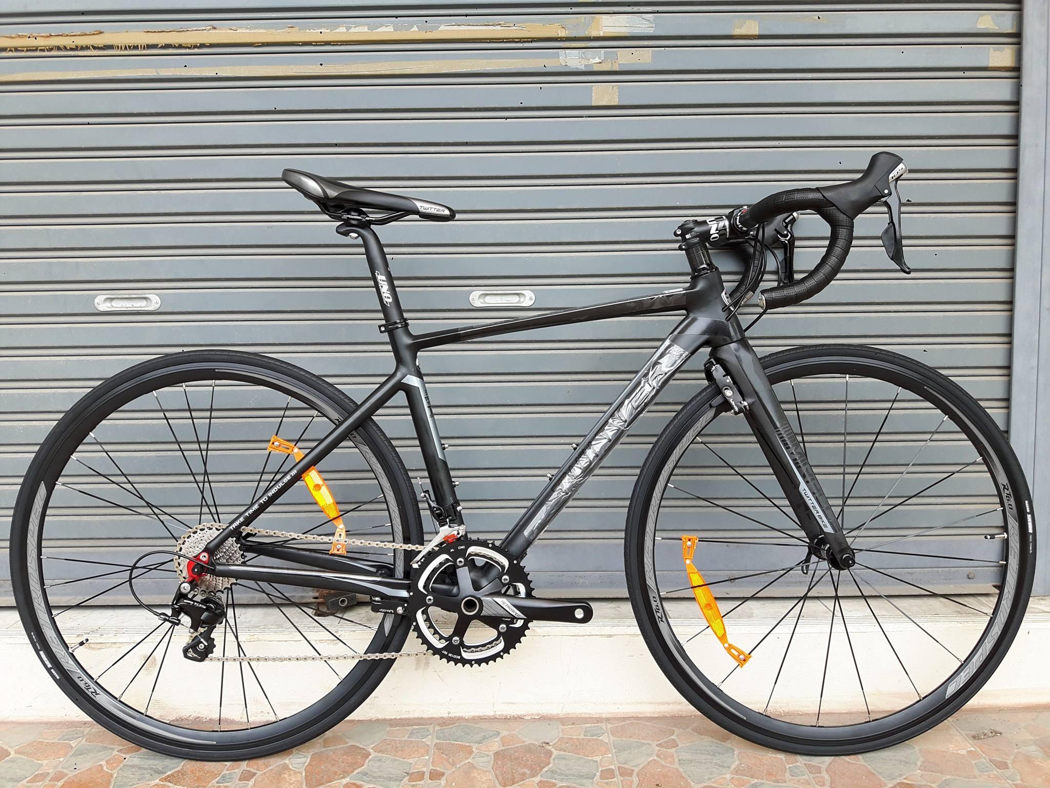 จักรยานเสือหมอบ Twitter รุ่น Miracle สีดำล้วน เฟรมอลูมิเนียม ซ่อนสาย ลบรอยเชื่อม ชุดขับ Shimano 105 x 22 Speed น้ำหนัก 8.4 กิโลกรัม เบรคซ่อนหลัง Winzip (Taiwan)