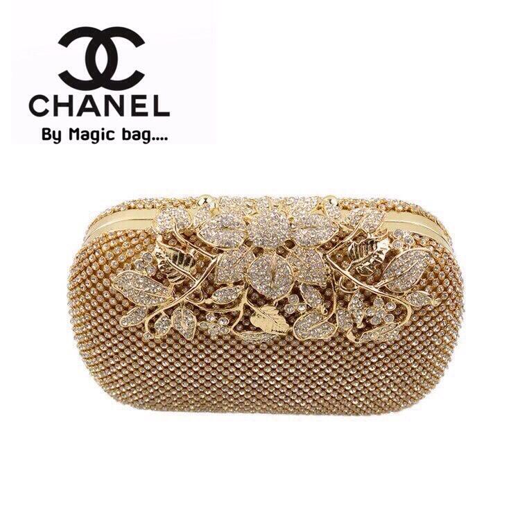 """กระเป๋าแฟชั่น คลัทช์ ทรงรีสุดหรู สไตล์ Chanel clutch อะไหล่เพรชแน่นๆ ตัวล๊อคช่อดอกไม้เพชรสวยสุดอลังกาล ถือออกงานโดดเด่น มีสายโซ่สะพาย ยาวถอดได้ สินค้าชนชอป Size : 1.5 x 7 x 4 """" 3 สี ดำ ทอง เงิน"""