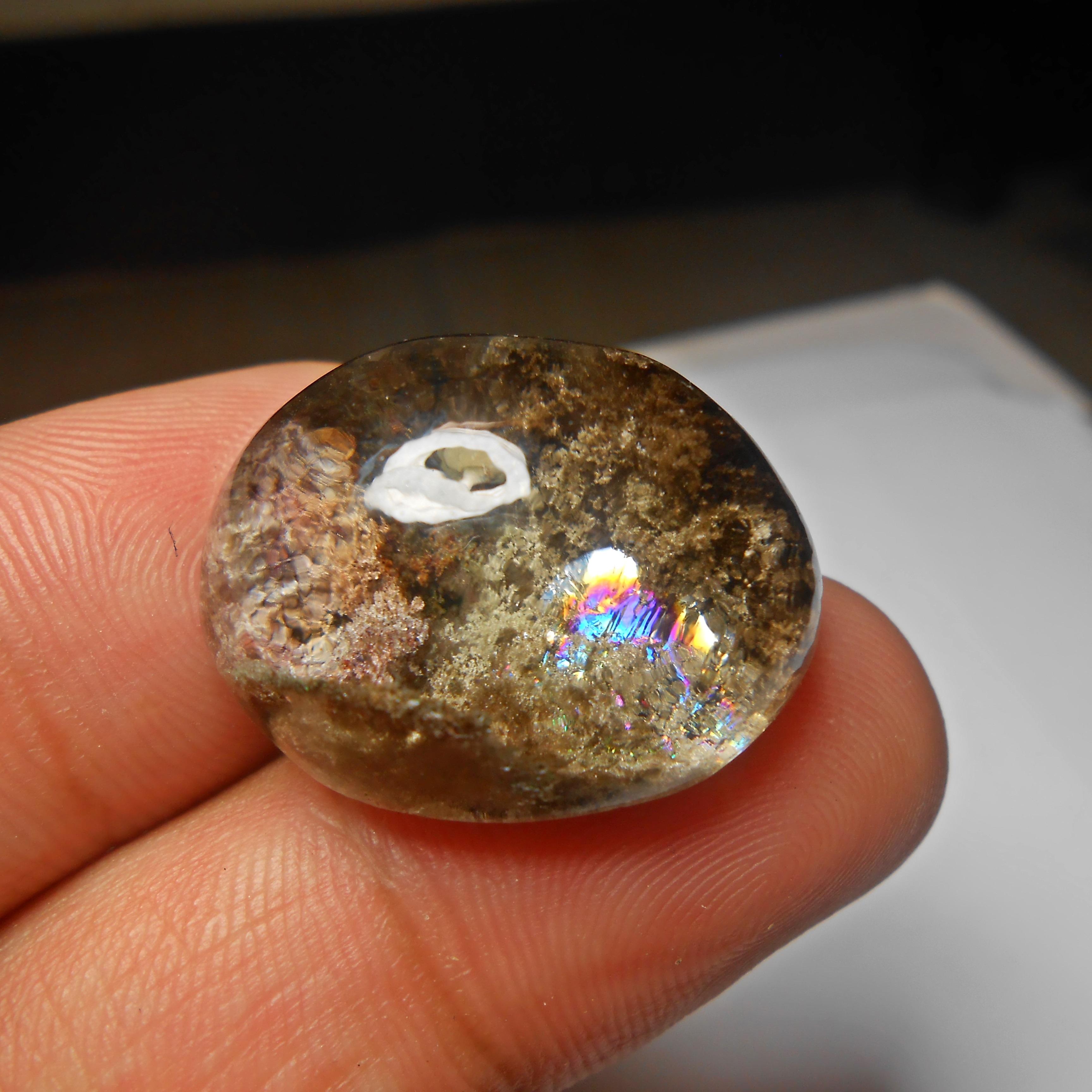 แก้วปวก สุวรรณสามรัศมีในประกายรุ้ง น้ำใส A+++ สวยงาม ขนาด2.7x2.2 cm ทำจี้ แหวน สวยๆ