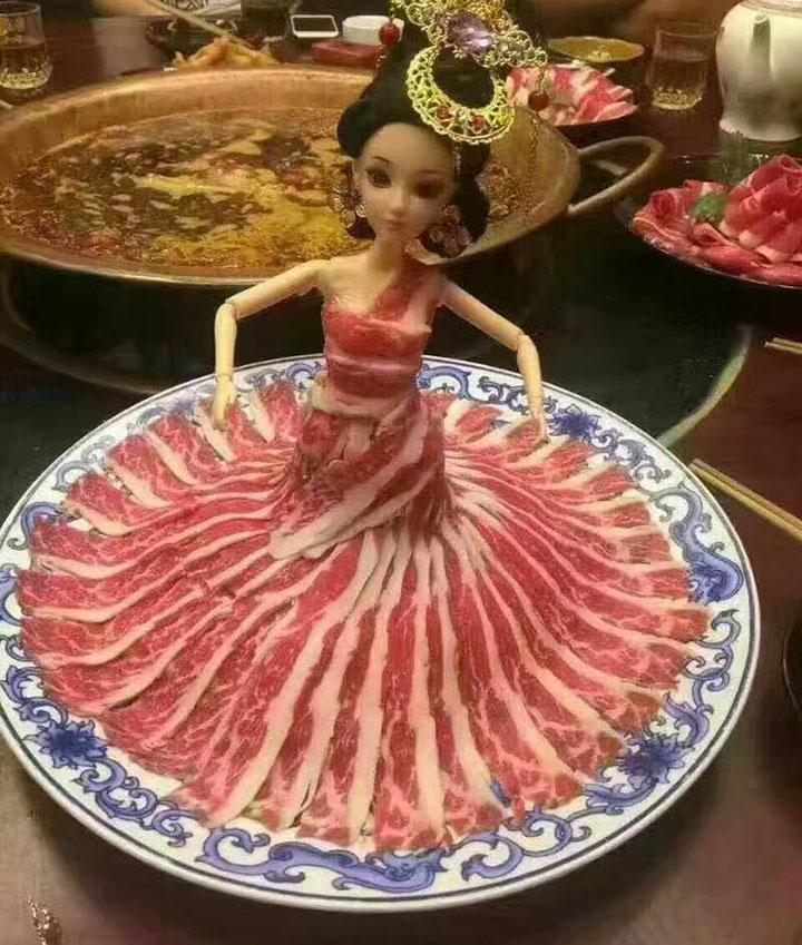ตุ๊กตาบาร์บี้สำหรับวางเนื้อสัตว์