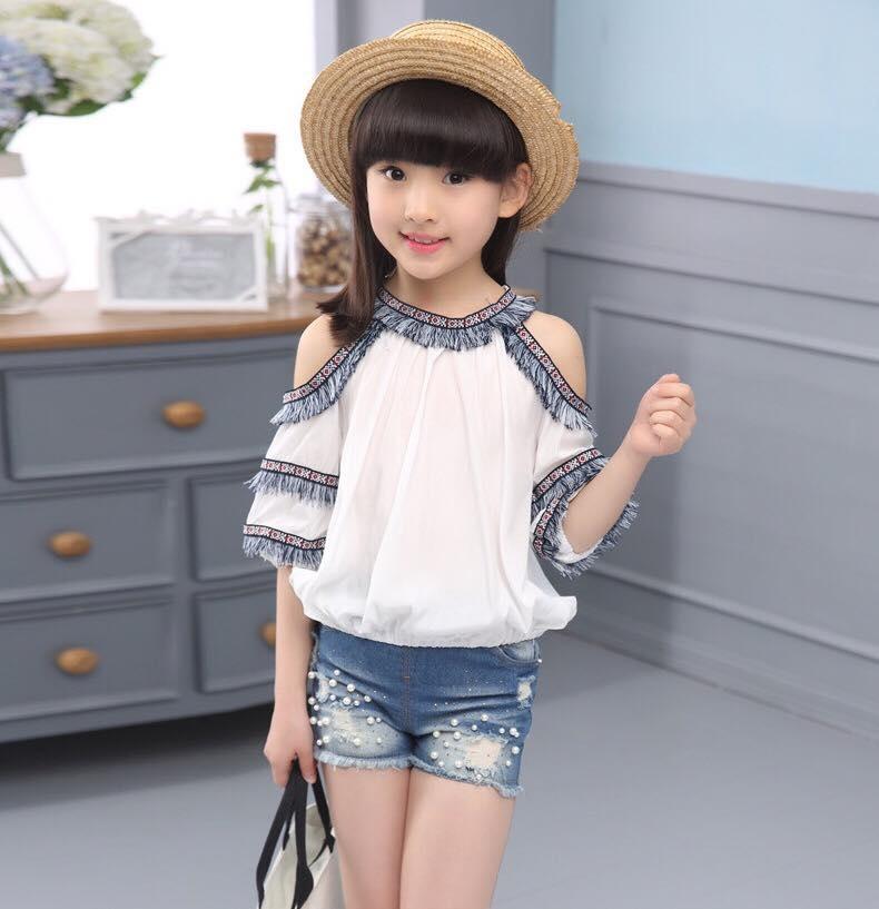 ชุดเด็ก : เสื้อเปิดไหล่ สีขาว