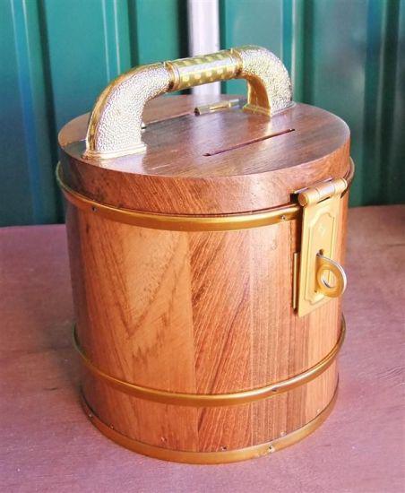 กระปุกออมสินไม้สัก รูปทรงถังไม้