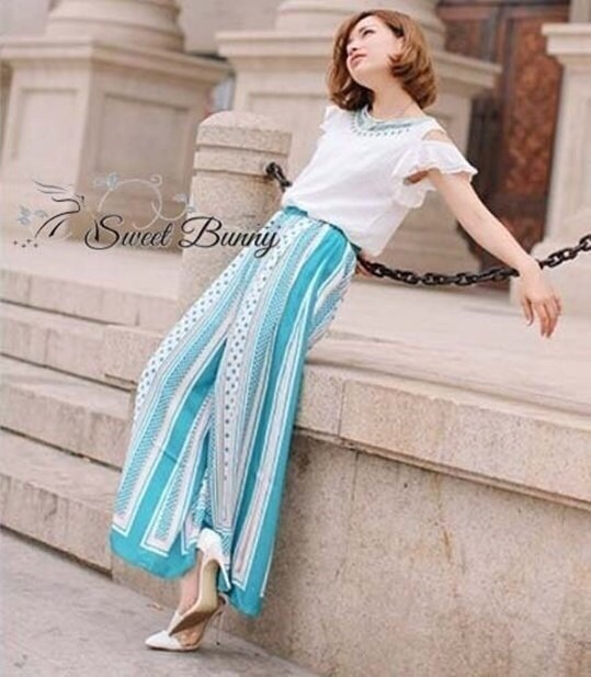 Cut off embroidery white blouse and blue stripe print flares set by Sweet Bunny