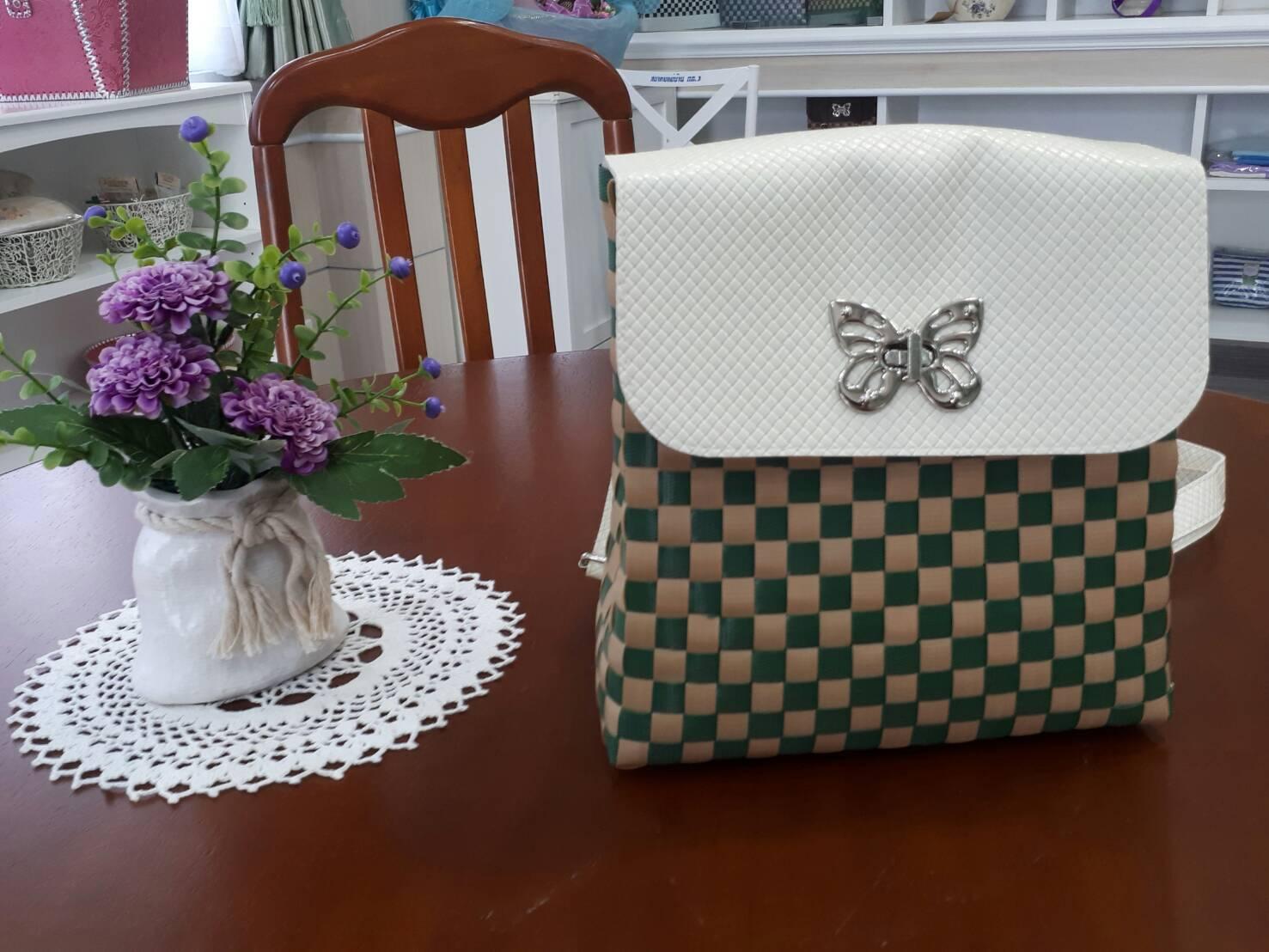 กระเป๋าเส้นสานพลาสติก (สีเขียวเล็ก)