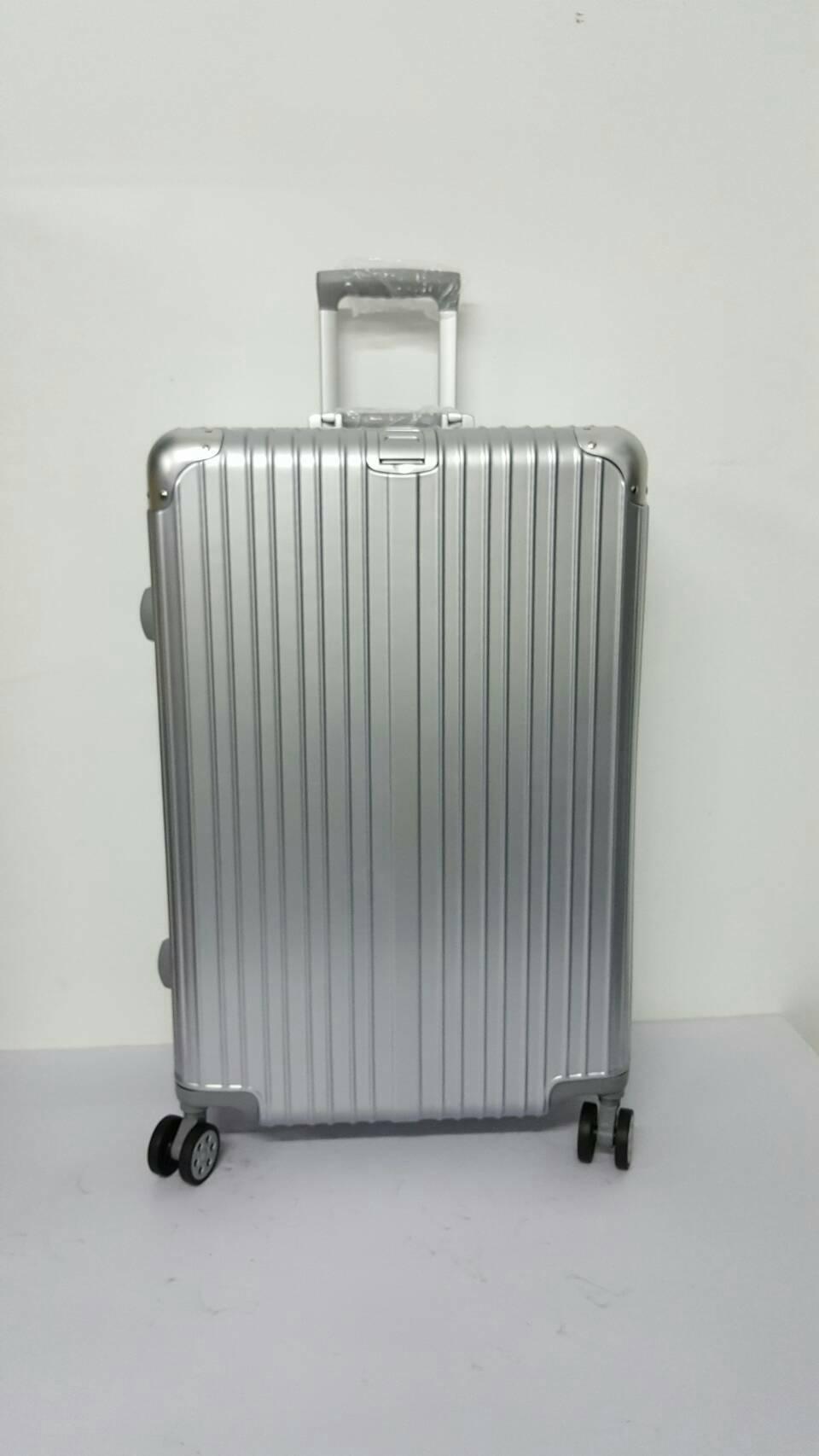 กระเป๋าเดินทาง ล้อลาก 4 ล้อ