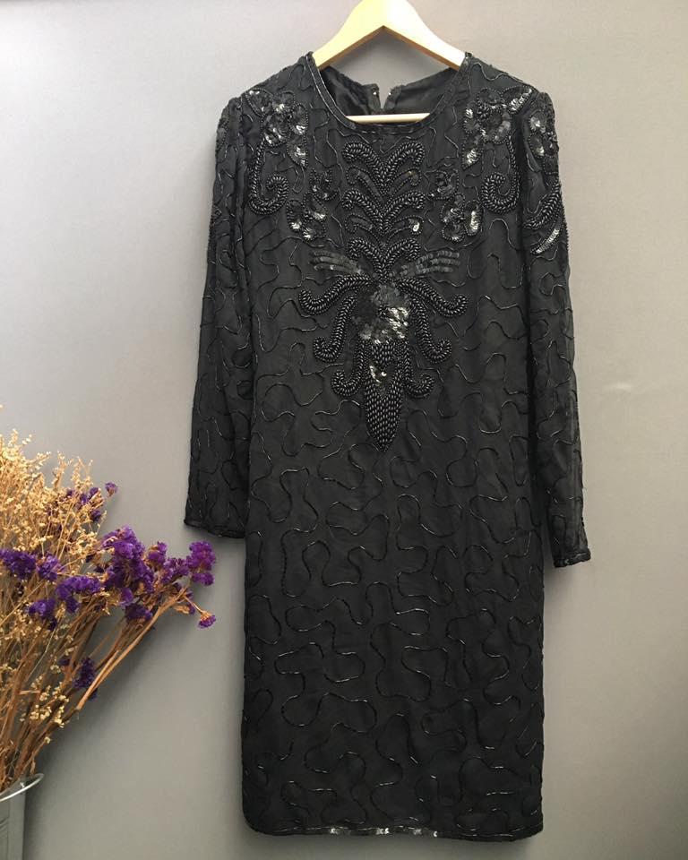 Vintage dress : เดรสวินเทจ งานปักเลื่อมทั้งตัว ปักดิ้นทอง แพทเทิร์นเข้ารูป ผ่าหลัง ซับในเต็มตัว