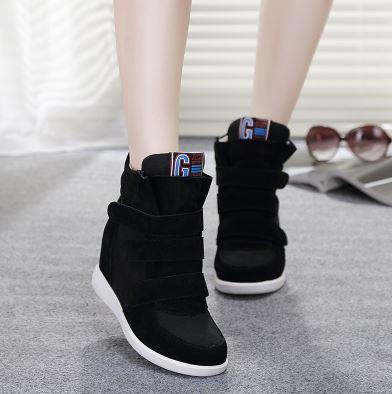 รองเท้าผ้าใบเสริมสูงประดับตีนตุ๊กแกแฟชั่น