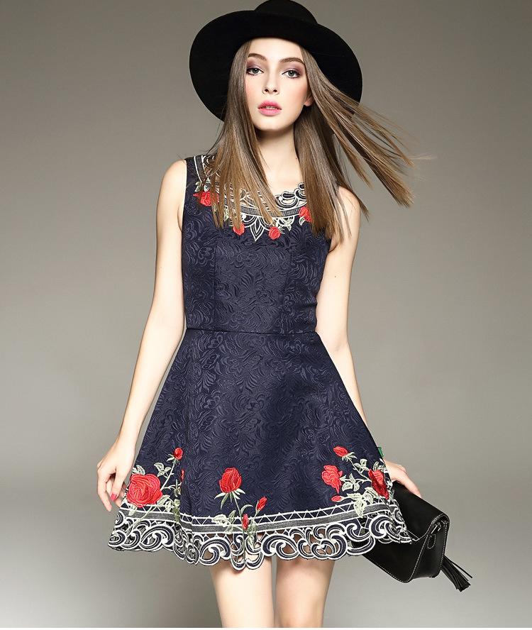 ชุดเดรสสีน้ำเงินกรมท่า ปักฉลุลายดอกไม้ งานเย็บละเอียด ปราณีตสุดๆคะ ผ้าดีทรงสวย เรียบหรู ดูดี ใส่ออกงาน ไปงานแต่งงาน