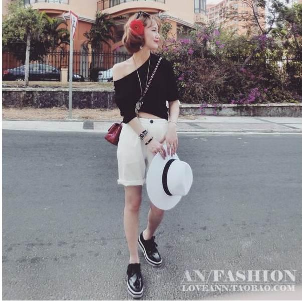 ชุด 2 ชิ้น เสื้อยืดคอกลมสีดำ + กางเกงสีขาว