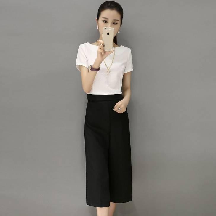 ชุด 2 ชิ้น เสื้อแฟชั่น คอกลม ผ้าฝ้าย แขนสั้น + กางเกงแฟชั่น4ส่วน สีดำ