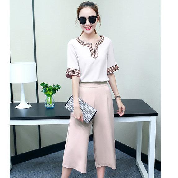 ชุดเซ็ท 2 ชิ้นเข้าชุดสวยๆ เสื้อสีขาว + กางเกงขายาวสีชมพู