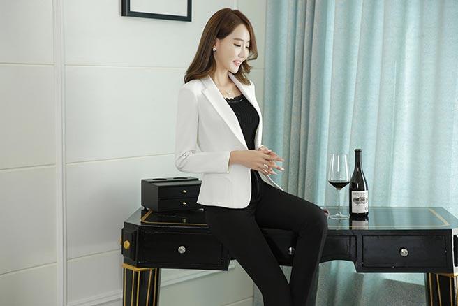 เสื้อสูทผู้หญิง เสื้อสูทแฟชั่น สีขาว แขนยาว คอปก เรียบๆ ใส่ทำงานได้