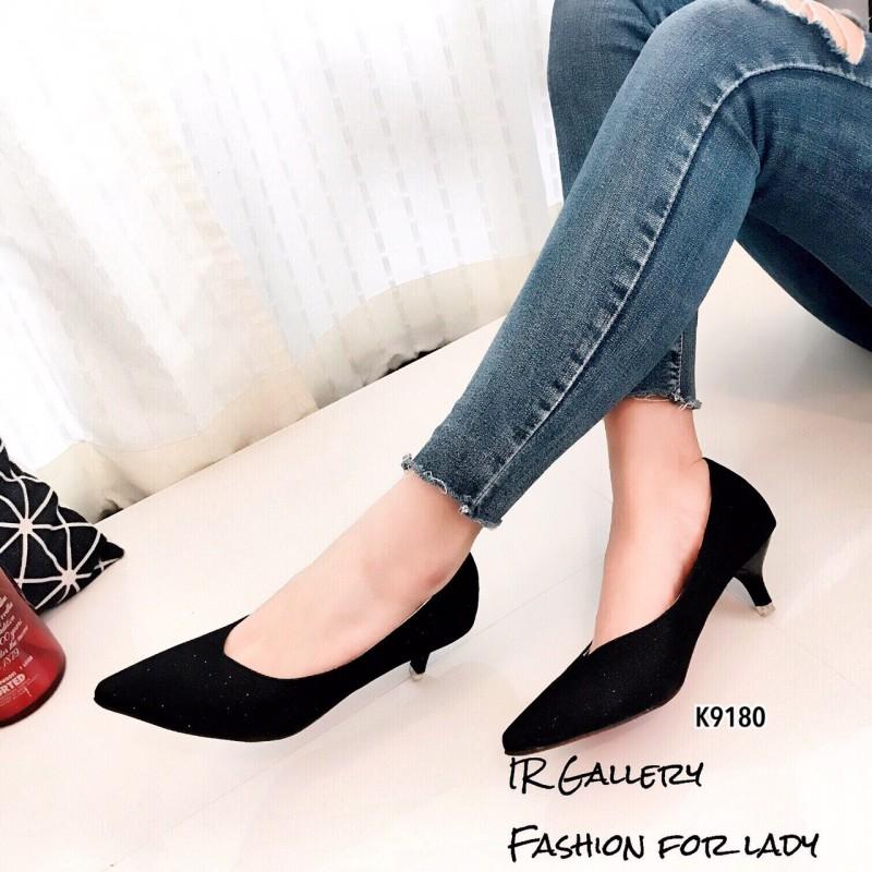 รองเท้าคัทชูหัวแหลมสีดำ หนังกลิตเตอร์ (สีดำ )