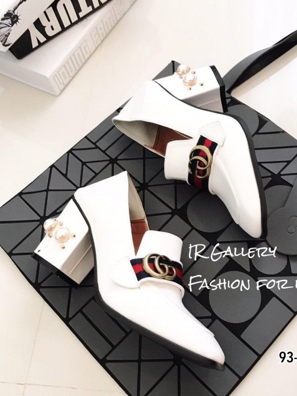 รองเท้าคัทชูผู้หญิงสีขาว ส้นตันแต่งมุก สไตล์Gucci (สีขาว )