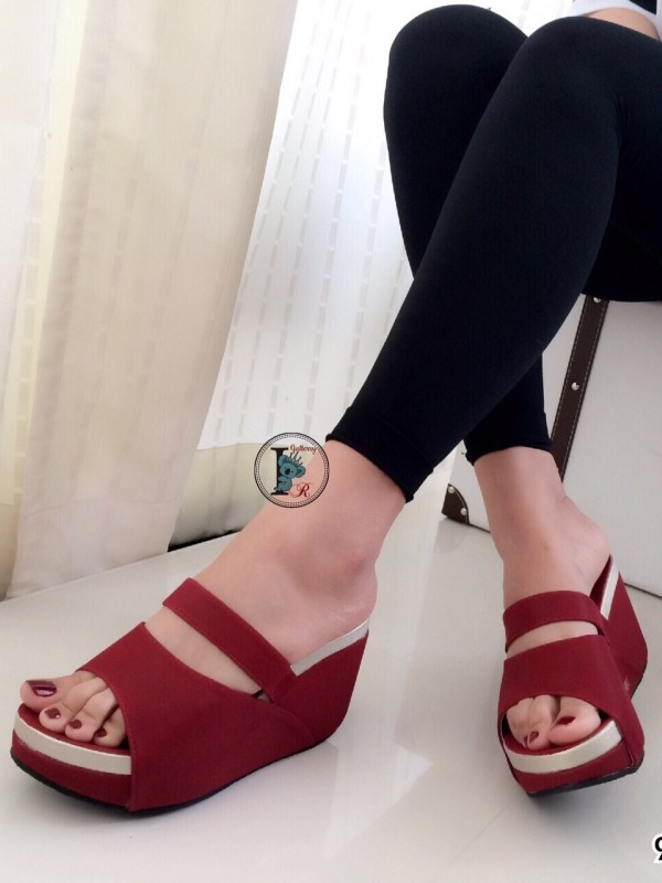 รองเท้าส้นเตารีดแบบสวม สไตล์ลำลอง หนังนิ่ม (สีแดง )