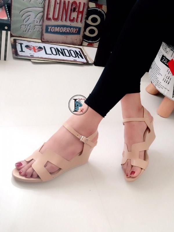 รองเท้าส้นเตารีดแบบรัดข้อเท้า สไตล์H (สีครีม )