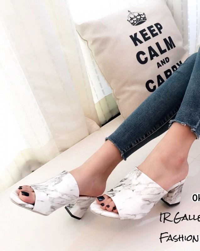รองเท้าส้นตันสีขาว เปิดส้น หนังนิ่มพิมพ์ลายหินอ่อน (สีขาว )