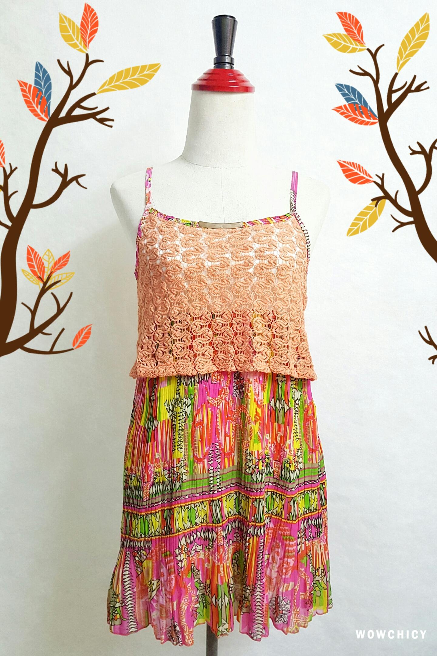 mini dress สายเดี่ยวไหมพรมถักต่อกระโปรงชีฟองอัดพรีทลายกราฟฟิค สายเดี่ยวปรับระดับได้ แต่งไหมพรมสีส้มถักลายสวย ต่อด้วยกระโปรงอัดกรีบพรีท สวยเว่อร์ มีซับยาวถึงกระโปรงเย็บติดไม่บาง