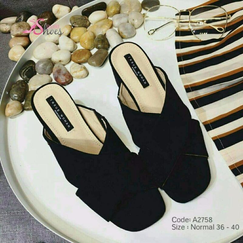 พร้อมส่ง รองเท้าส้นตันเปิดส้นสีดำ สายคาดไขว้ ผ้าสักหราด แฟชั่นเกาหลี [สีดำ ]