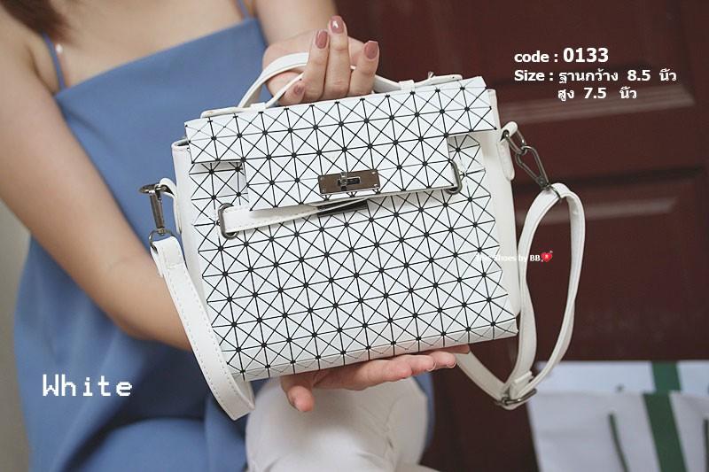 กระเป๋าสะพายแฟชั่น กระเป๋าสะพายข้างผู้หญิง สไตล์งานแบรนด์ ISSEY MIYAKE [สีขาว ]