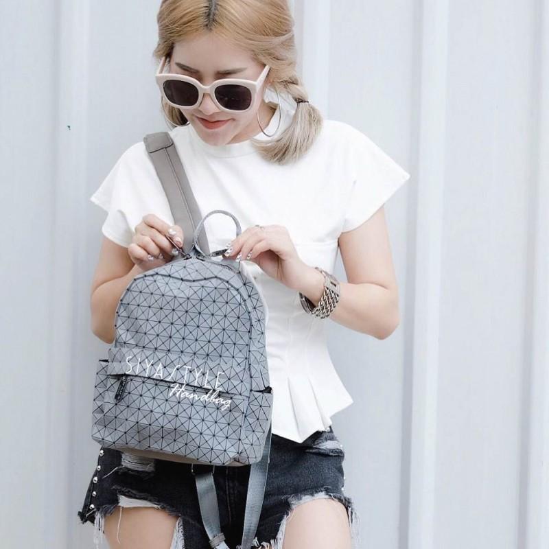กระเป๋าเป้ผู้หญิง กระเป๋าสะพายหลังแฟชั่น เป้ Bao Bao บล้อคเล็ก Logo (ใบเล็ก) [สีเทา]