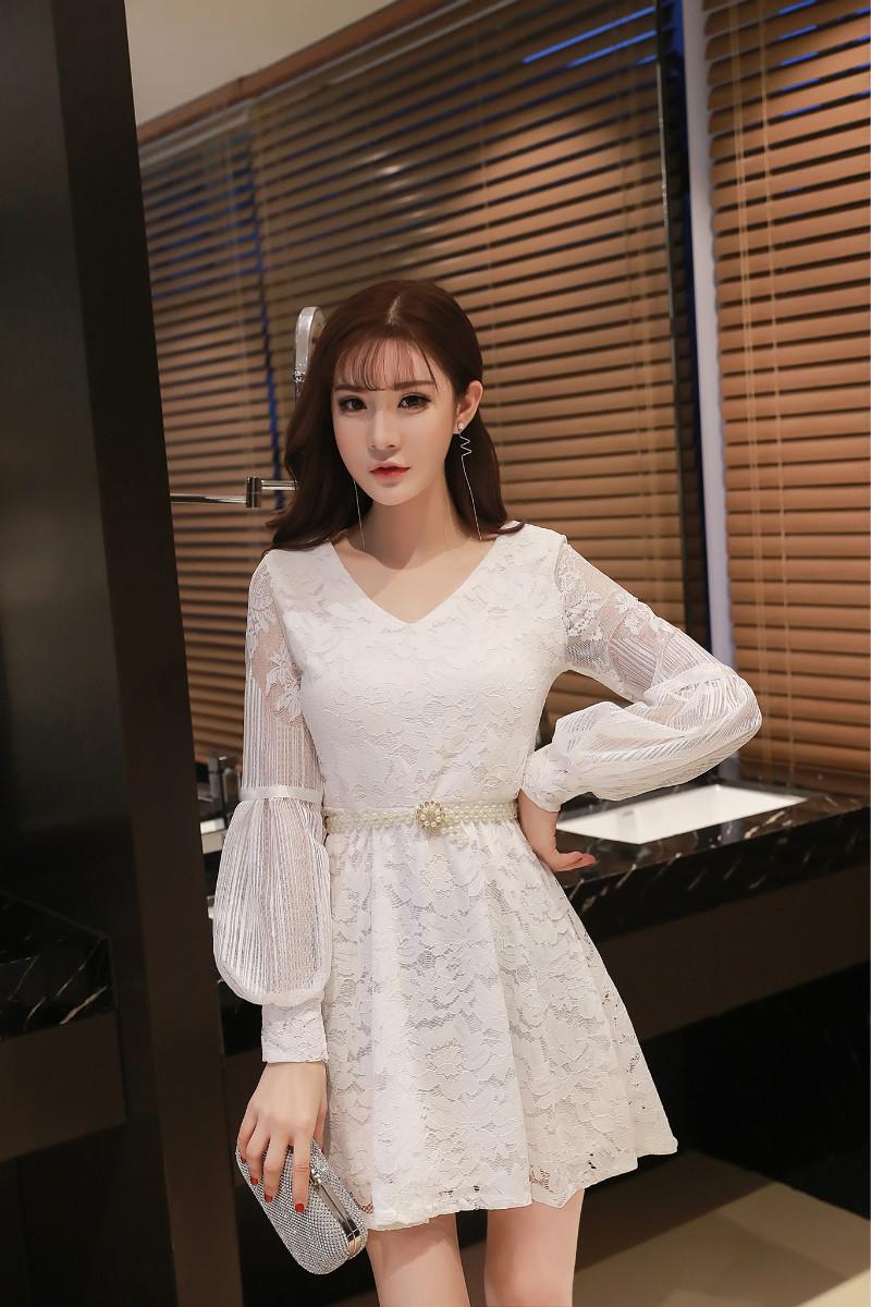 ชุดลูไม้ออกงานสีขาวน่ารักๆ