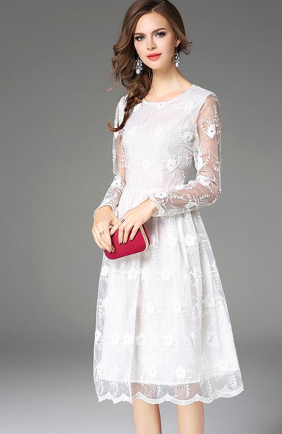 (มี M XL)เดรสสีขาว ผ้าลูกไม้งานปักน่ารักๆๆ แขนยาว โชว์ลายลูกไม้สวย ปลายกระโปรงลายหยักน้อยๆ สวยงาม มีซับใน ซิปหลัง ออกงานได้เลยจ้า