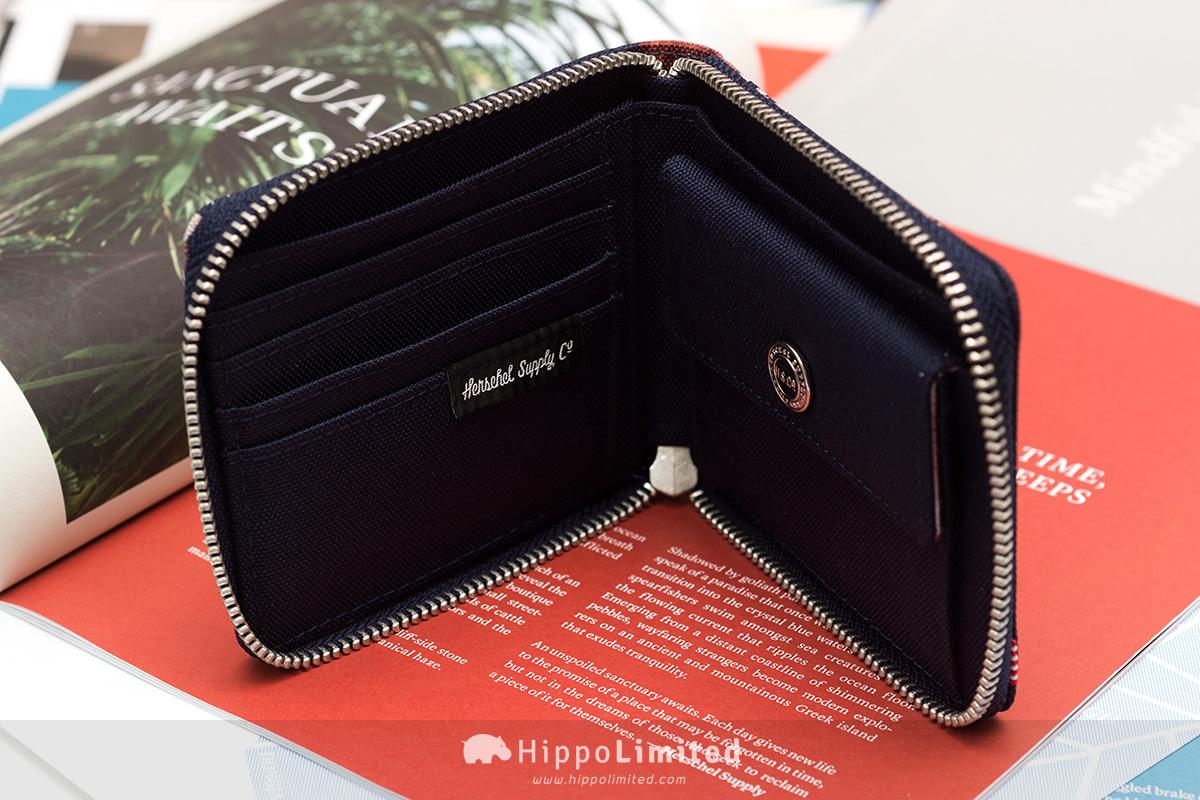 กระเป๋าสตางค์แบบซิปรอบ Herschel Walt Wallet - Peacoat Floria ด้านในใส่บัตรใส่เหรียญได้