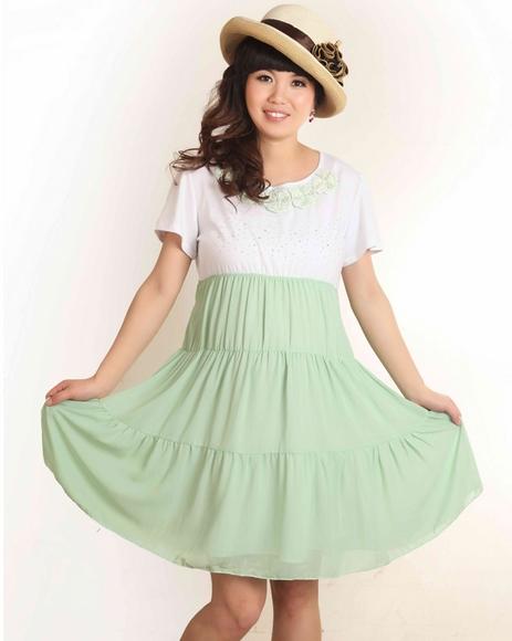 ชุดคลุมท้องสีเขียวช่วงกระโปรงเป็นผ้าชีฟองสวยมาก คอมีดอกไม้น่ารัก หน้าอกฟรุ้งฟริ้ง สวยมากๆ ค่ะ
