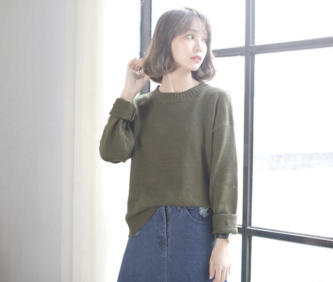Sweater เสื้อสเวทเตอร์แขนยาว สีเขียวขี้ม้า